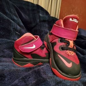 LeBron soldier VIII toddler sneakers size 6